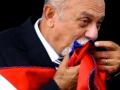 Governador Simão Jatene beija faixa do Governo do Pará