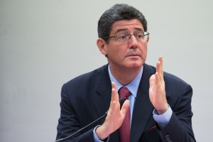 O ministro Joaquim Levy fala sobre as medidas de ajuste fiscal durante audiência pública conjunta de Comissões da Câmara dos Deputados (Marcelo Camargo/Agência Brasil)