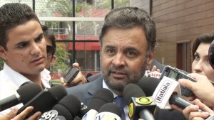 Aécio Neves comenta problemas no setor elétrico