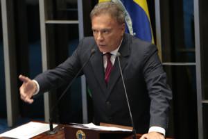 AlvaroDias_Plenario_18_02_2015