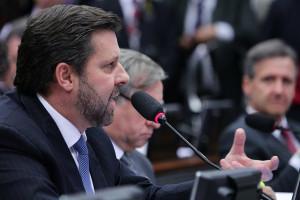 * PSDB exige manifestação de repúdio do Itamaraty sobre agressão a senadores brasileiros na Venezuela.