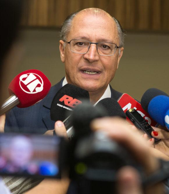 Alckmin se compromete a ampliar atendimento às mulheres vítimas de violência doméstica