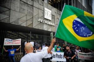 Manifestantes-protestam-contra-a-corrupcao-com-caminhada-do-centro-do-Rio-ate-a-sede-da-Petrobras-foto-Tomaz-Silva-Agencia-Brasil_0006