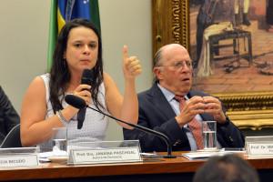 Comissão especial ouve autores de pedido de impeachment