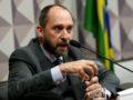 Brasília - Comissão do Impeachment ouve Luís Inácio Lucena Adams, ex-advogado-geral da União (Wilson Dias/Agência Brasil)
