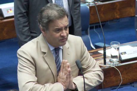 Aécio Neves pede ao Senado prioridade na votação da PEC que muda regra para partidos