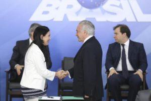 Temer e nova advogada-geral da União, Grace Mendonça na posse FOTO Antonio Cruz:Agência Brasil