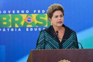 a Presidenta Dilma Rousseff da Posse ao novo Ministro da Educação,Renato Janine Ribeiro.