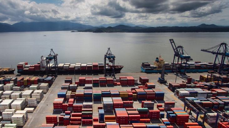 #pracegover: foto mostra Porto de Paranaguá com vários contêineres Foto: Divulgação APPA