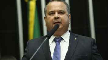 #pracegover: foto de close do deputado Rogério Marinho