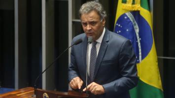 Aécio anuncia acordo para votação da PEC da reforma política na Câmara