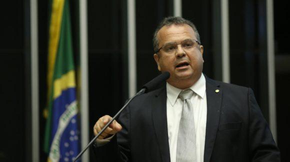 Brasileiros querem mais oportunidades para complementar renda, diz Marinho