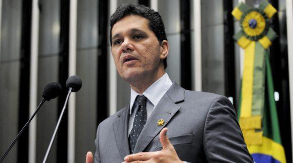 Em discurso na tribuna do Senado, senador Ricardo Ferraço (PMDB-ES).