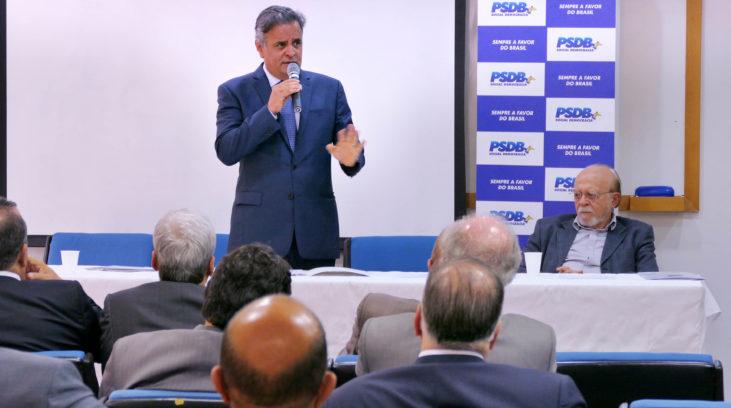 Aécio faz balanço de gestão em despedida da presidência do PSDB