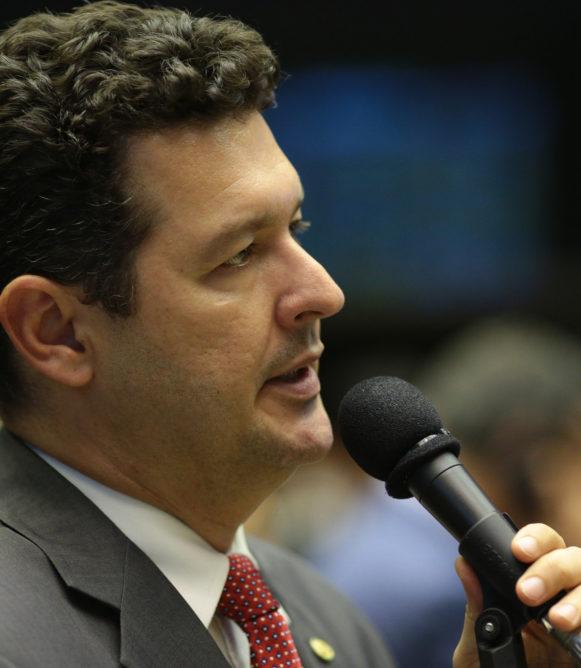 Betinho Gomes é indicado relator da PEC do voto distrital misto