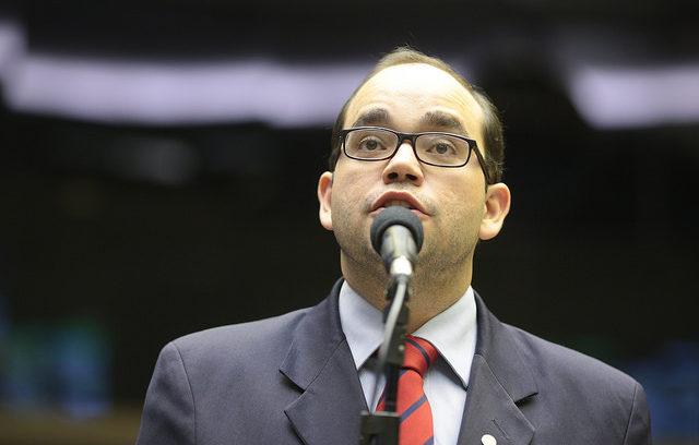 Fábio Sousa alerta para dificuldades no tratamento de câncer pelo SUS