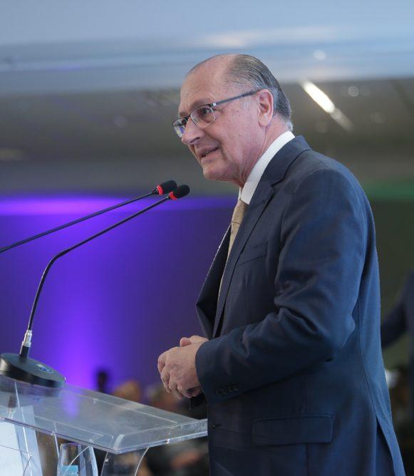 Geraldo Alckmin defende mutirão pela simplificação e desburocratização