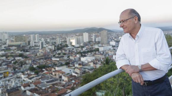 Alckmin é o primeiro presidenciável a tratar de políticas para pessoas com deficiência em Pernambuco