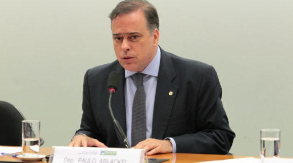 Atuante na área jurídica, Paulo Abi-Ackel busca reeleição