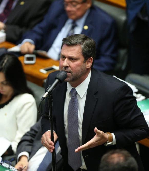 """""""Desumano e cruel"""", diz Líder sobre fechamento de fronteiras na Venezuela"""