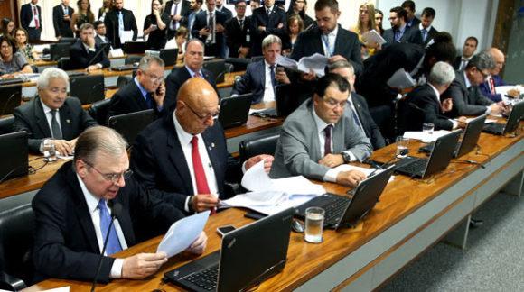 CCJ aprova relatório de Tasso sobre Cadastro Positivo