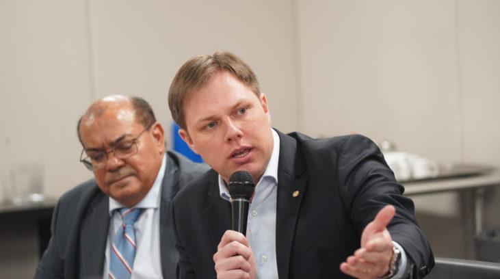 Redecker destaca importância de mais autonomia no lançamento da Frente do Pacto Federativo