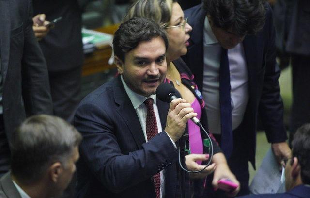 PL de Celso Sabino limita bandeiras tarifárias na conta de luz