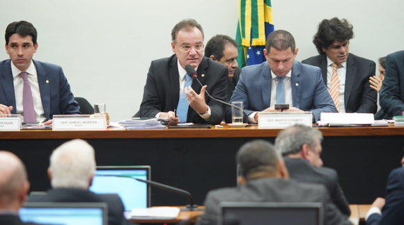 Deputados debatem inclusão de estados e municípios na reforma da Previdência