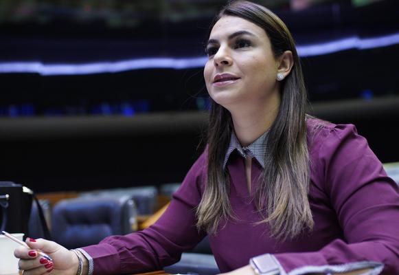Avança proposta de Mariana que facilita compra de veículos por pessoas com deficiência auditiva