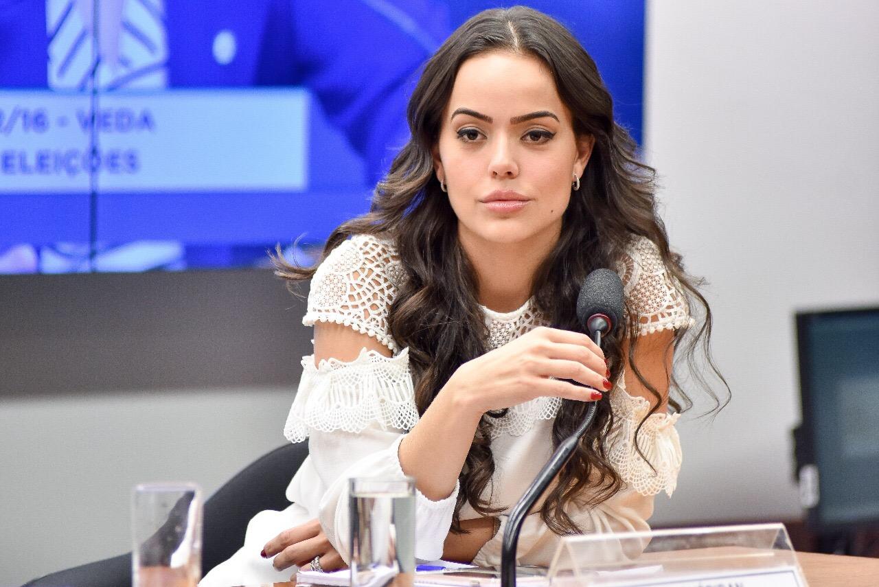 Resultado de imagem para deputada Shéridan (PSDB-RR)